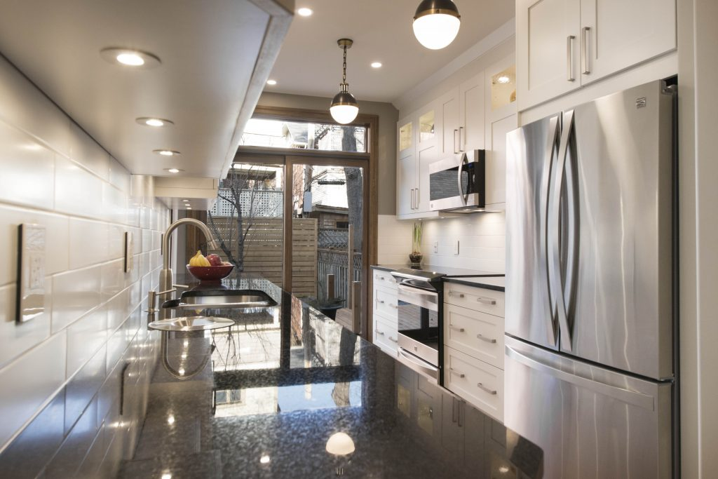 A beautiful modern kitchen renovated by Sunter Homes.